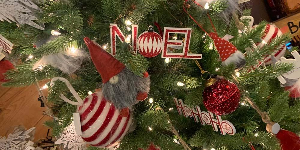 Gnomes in Noel Tree
